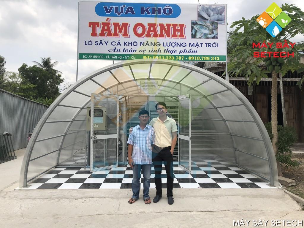 Chủ cơ sở ở Cà Mau nhận bàn giao nhà sấy cá sặc rằn (cá bổi) bằng năng lượng mặt trời - Công ty Cổ phần Công nghệ Năng lượng bền vững Việt Nam (SETECH)