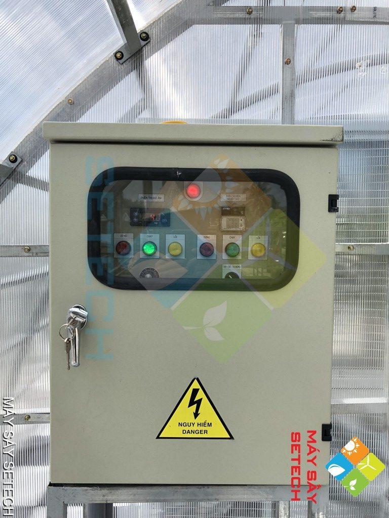 Hộp điều khiển của máy sấy cá n
